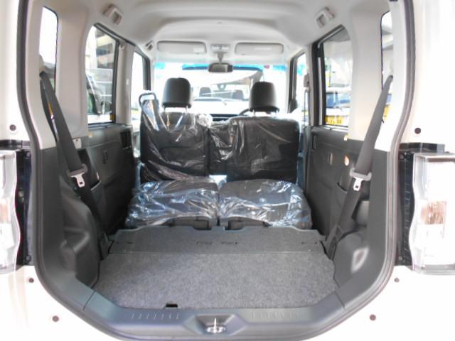 リヤシートを倒せば大きな荷物も積めます。