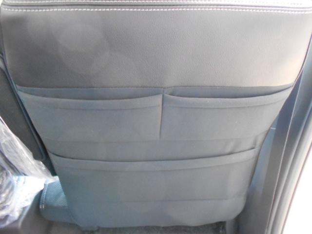 運転席トリプルシートバックポケット。