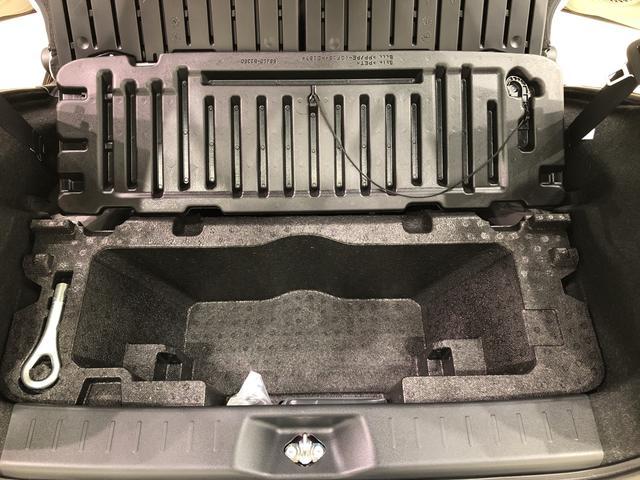 大容量深底ラゲージアンダーボックス。デッキボードの下には、大容量の収納スペースがあります。ボードをはねあげ、固定すれば背の高い荷物も積めます。