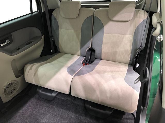 前席を最も後ろに下げても膝前に余裕があります!しかも開放感のあるフロアで、広々とした後席足元♪♪