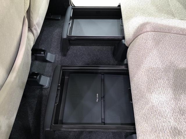 中敷きを立ち上げれば、倒れやすい荷物も安定して積める置きラクボックスが標準装備