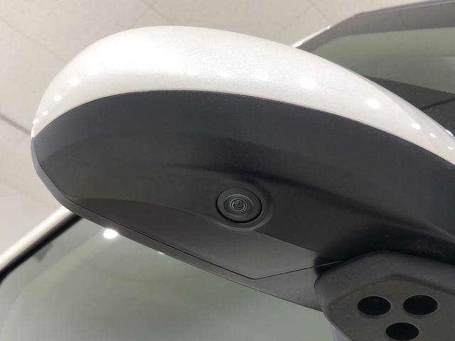☆サイドカメラ☆ 車両の前後左右に搭載した4つのカメラにより、車庫入れや狭い道でのすれ違いをしっかりサポートするパノラマモニター対応カメラが付いてます