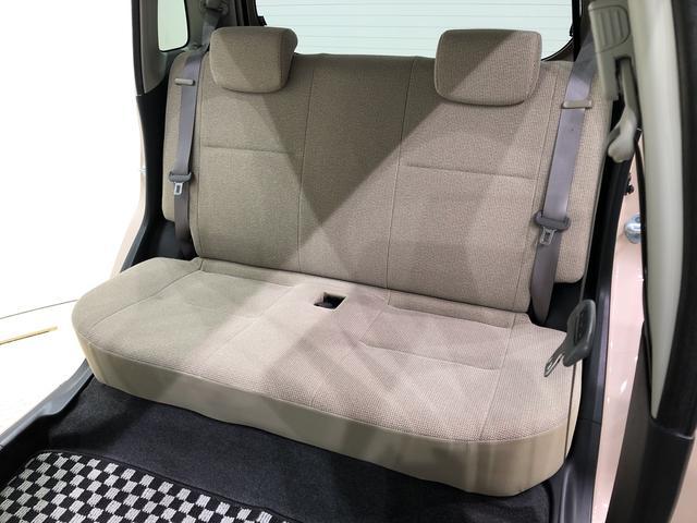 一体型リヤシートは使い勝手も良く、簡単に折り畳めます。