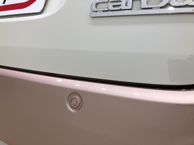 駐車場などでペダルの踏み間違えた時、急発進を抑制するバックソナーセンサーが付いているので安心です。