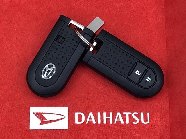 電子カードキーを携帯していれば、リクエストスイッチを押すだけでドアの施錠と解除が行えます。しかも盗難防止に役立つイモビライザー機能付きです。