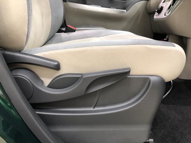 運転席の座面の高さ調整ができるシートリフターが付いてます!