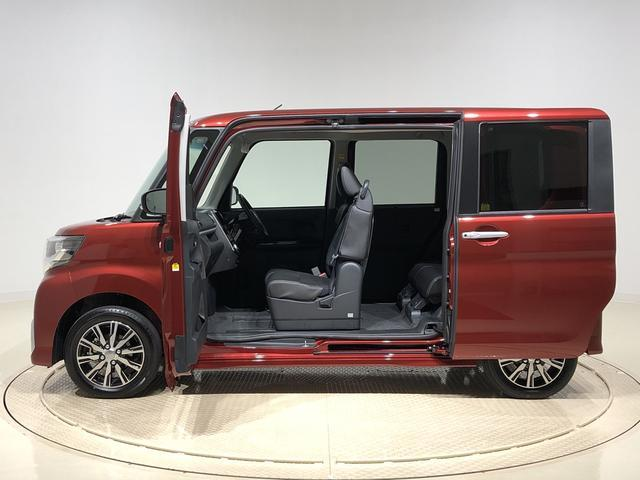 左側ドアはピラーレスのミラクルオープンドアを採用。軽自動車とは思えないくらい良い乗降性をアピールポイントにしてます!