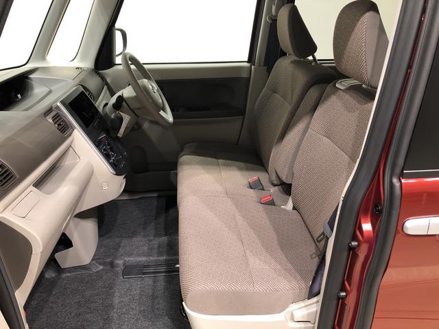 フロントシートは流行のベンチシート。座面も広く使い勝手もいいですよ!
