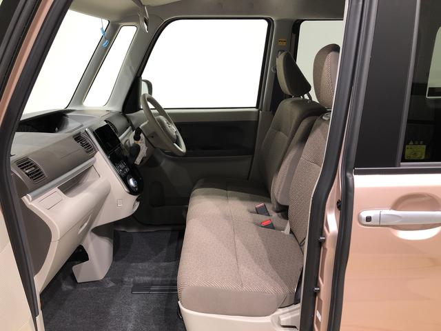 フロントシートはベンチシ-トになっているので運転席も助手席も広々ゆったりです!乗り降りも楽ですよ☆
