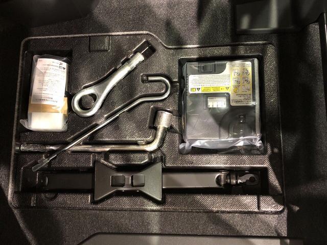 助手席足元に工具類・パンク修理剤がございます♪