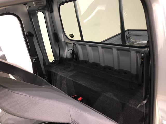 シート背面にスペースを確保し、リクライニングシートを実現しました