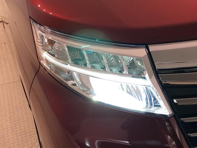 白く明るい光が夜間走行の安心感を高めます!LEDヘッドランプ(オートベアリング機能・LEDクリアランスランプ付)