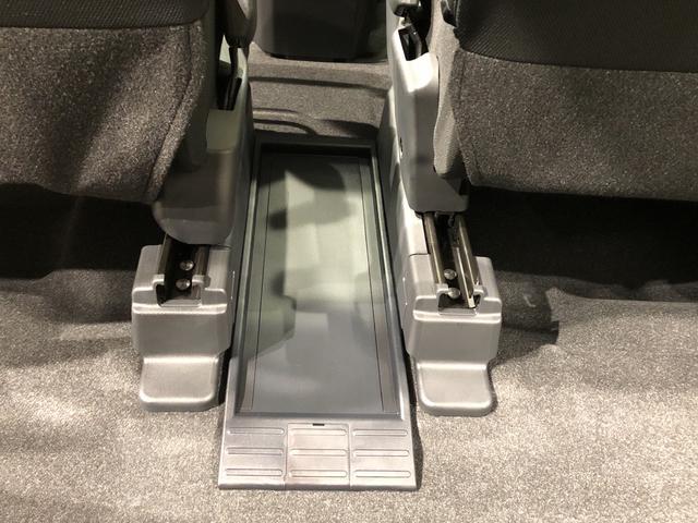 ゆとりあるシート間スペースで、室内移動がラクラク。
