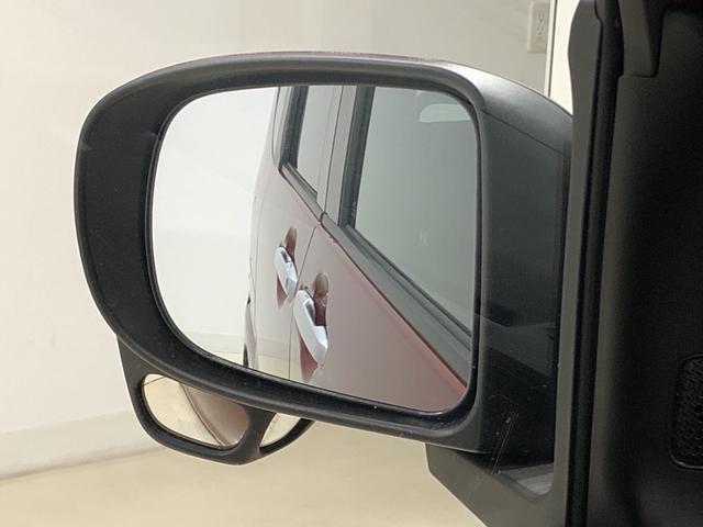 死角となる左後輪あたりが見えて、駐車が安心してできる助手席サイドアンダーミラー