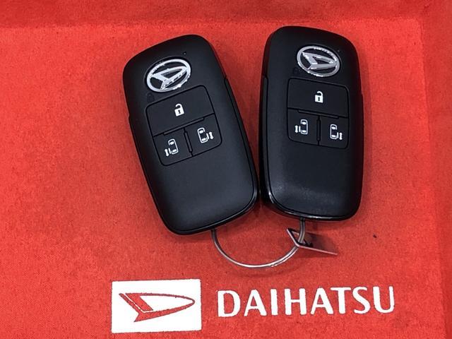 ☆キーフリーシステム☆ 電子カードキーを携帯していれば、ドアハンドルやバックドアのスイッチを押すだけでドアの施錠と解錠が行えます!鍵を出す手間なく開閉ラクラク♪♪