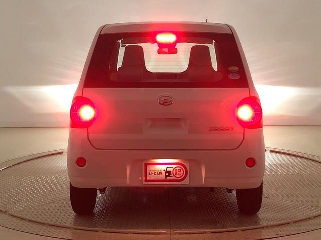 ブレーキを踏むとハイマウントストップランプは後続車の視認性◎