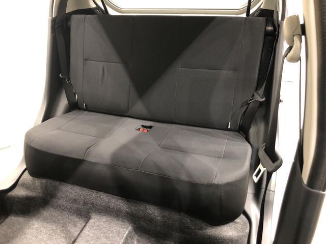 後部座席のレッグスペースも充分です♪