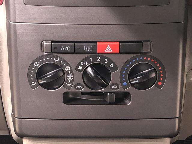 エアコンはマニュアルタイプのダイアル式