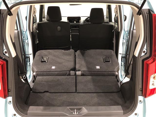 分割で操作できる便利なリヤシート。後席乗員それぞれの体格に合わせて足元を広げたり、荷物の量や大きさに合わせて荷室を広げたりできます☆