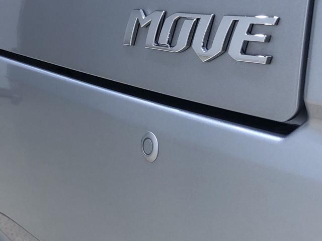 駐車場等、ペダルを踏み違えた時、急発進を抑制するバックソナーが付いてるので安心です!