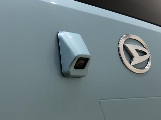 X SAIII LEDヘッドランプ 電動格納式ドアミラー付 バックカメラ オートハイビーム オーディオ操作用ステアリングスイッチ 14インチホイールキャップ 純正ロングバイザー 純正カーペットマット アイドリングストップ フロント・リヤコーナーセンサー ABS(8枚目)