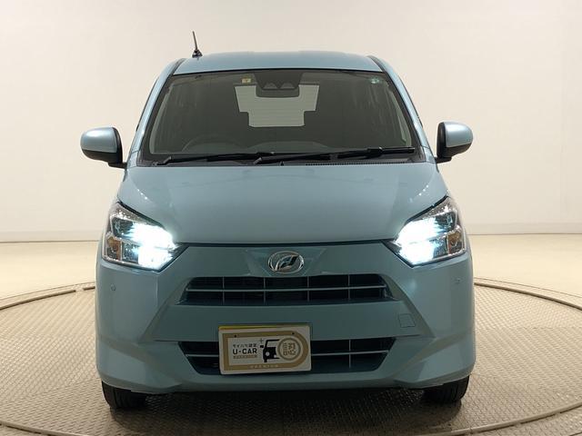 X SAIII LEDヘッドランプ 電動格納式ドアミラー付 バックカメラ オートハイビーム オーディオ操作用ステアリングスイッチ 14インチホイールキャップ 純正ロングバイザー 純正カーペットマット アイドリングストップ フロント・リヤコーナーセンサー ABS(36枚目)