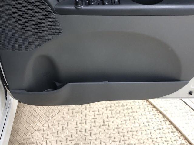 カスタムRS カーナビ ETC車載器 アルミホイール ディスチャージヘッドランプ ハロゲンフォグランプ パワースライドドア オートエアコン キーフリー機能付き 運転席・助手席エアバッグ(17枚目)