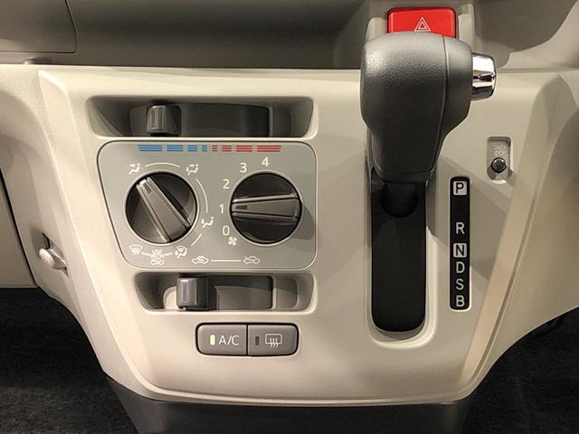 X SAIII LEDヘッドランプ 電動格納式ドアミラー付 CD/AM・FMステレオ オートライト オートハイビーム 前後コーナーセンサー 14インチフルホイールキャップ ツートンカラーインパネ 自発光式デジタルメーター(ブルーイルミネーション)(10枚目)