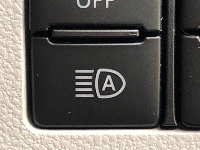 X SAIII LEDヘッドランプ 電動格納式ドアミラー付 CD/AM・FMステレオ オートライト オートハイビーム 前後コーナーセンサー 14インチフルホイールキャップ ツートンカラーインパネ 自発光式デジタルメーター(ブルーイルミネーション)(14枚目)