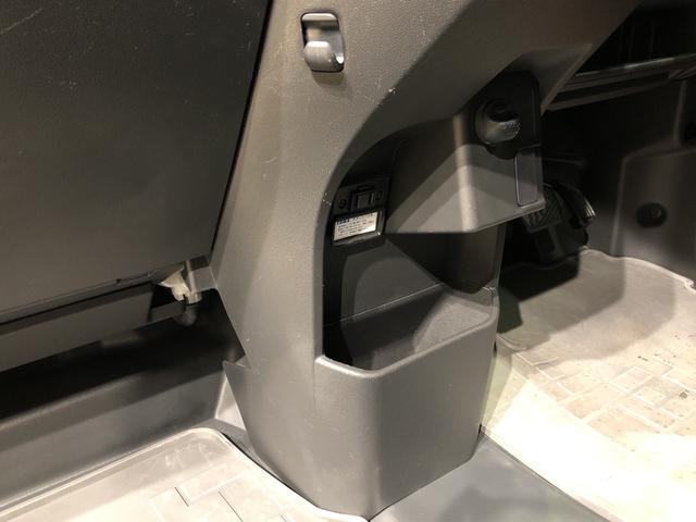 CDケースがすっぽり収まったり、ディーラーオプションのゴミ箱も装着できます♪
