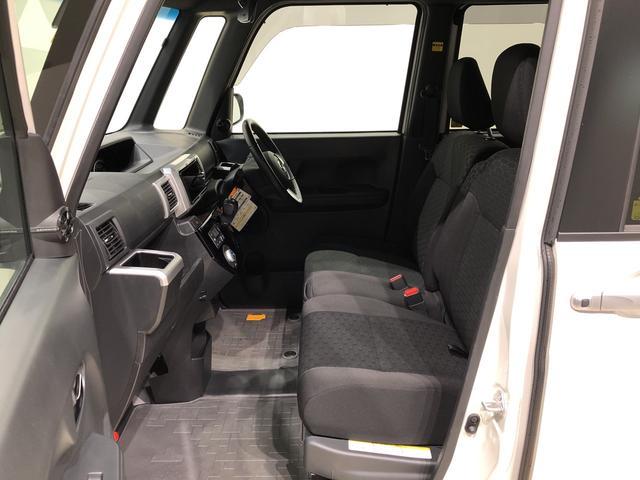 フロントは質感の高いベンチシートタイプ。座面も広く、シート厚さもあり、座り心地が良く、使い勝手がいいですよ!