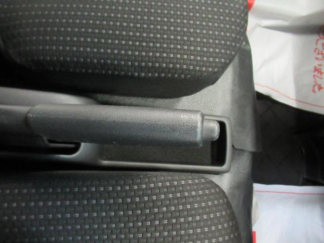デラックス SA3 ラジオ 両側スライドドア オートライト キーレス アイドリングストップ 4WD(27枚目)