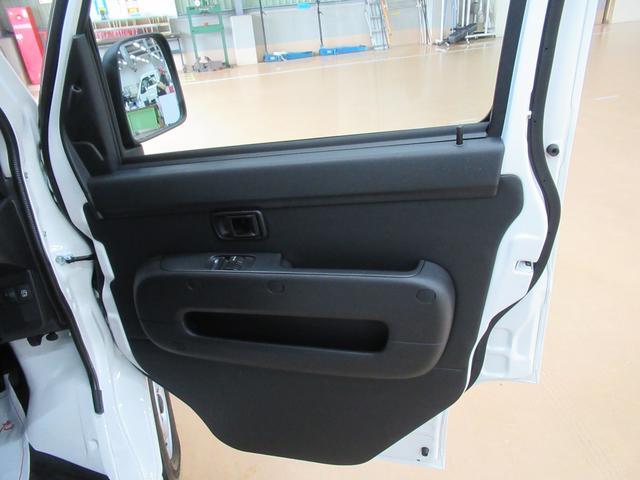 デラックス SA3 ラジオ 両側スライドドア オートライト キーレス アイドリングストップ 4WD(40枚目)