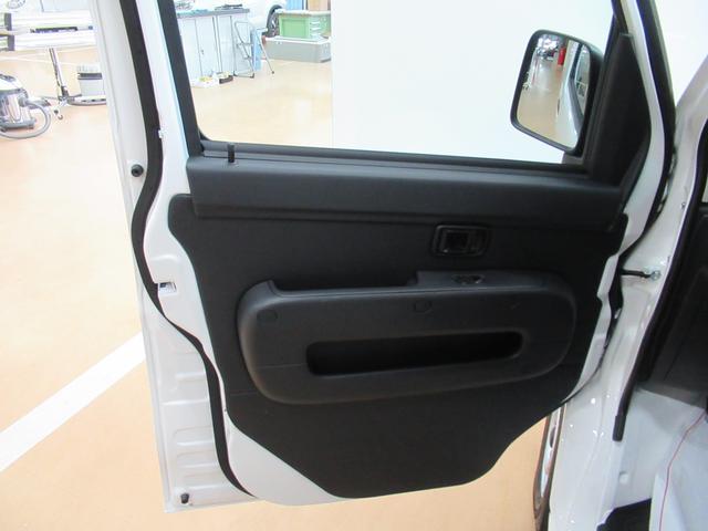 デラックス SA3 ラジオ 両側スライドドア オートライト キーレス アイドリングストップ 4WD(41枚目)