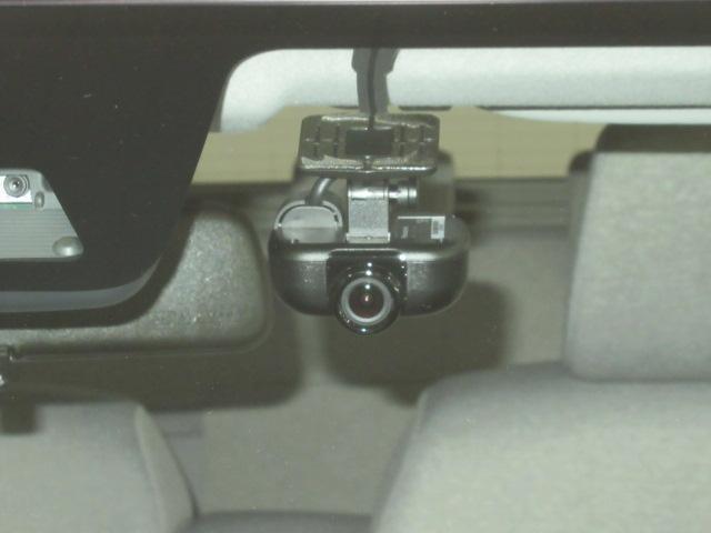 なんと純正のドライブれレコーダー付き!