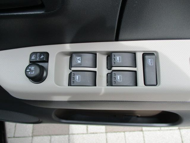 パワーウインドー・電動格納式ドアミラー付です。ドアミラーはオートで開閉できます