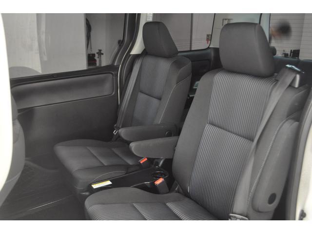 2列目シートもゆったり座れます★他のシートカバーなども装着可能★ご相談ください★