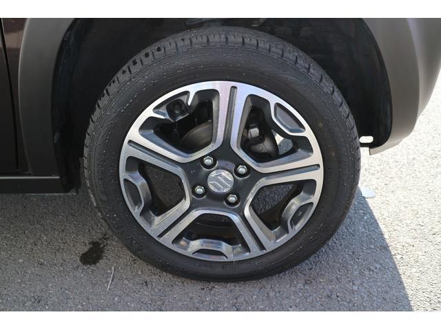 右フロントタイヤ。かっこいいデザインの純正アルミホイール装着車です。