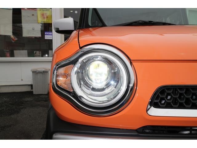 右ヘッドライト。夜間のドライブにも明るく安全に貢献するディスチャージヘッドライト。