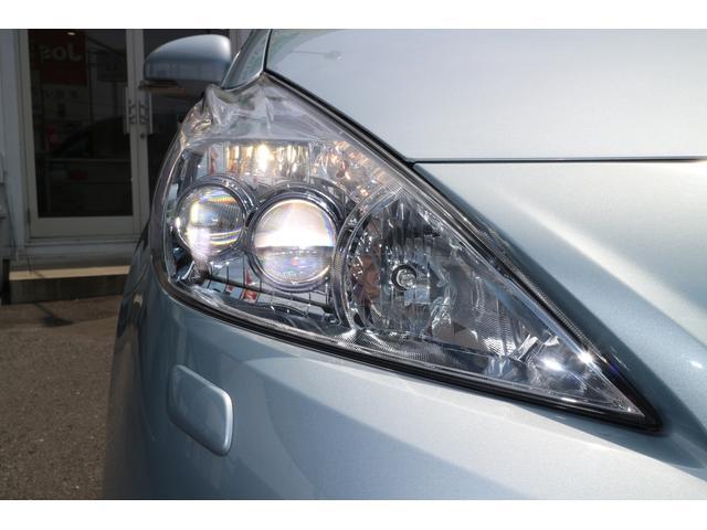 右ヘッドライト。省電力で明るく、人気アイテムの純正LEDヘッドライト装着車です。