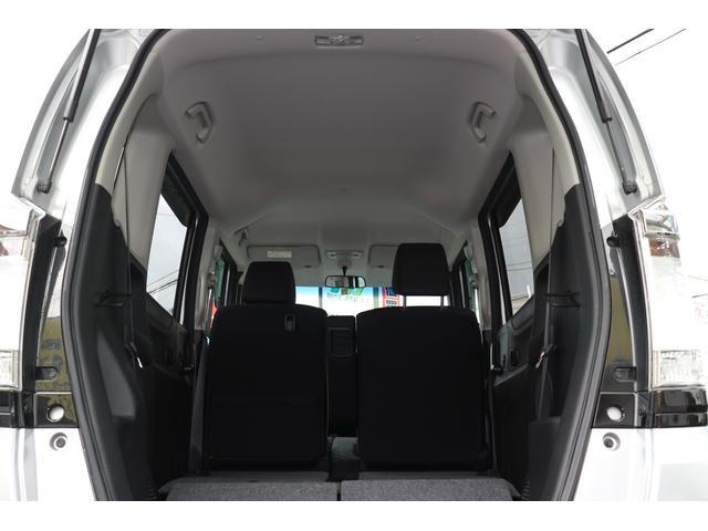 高さにも余裕があり、後席を両側倒すと広大なラゲッジスペースとなります。