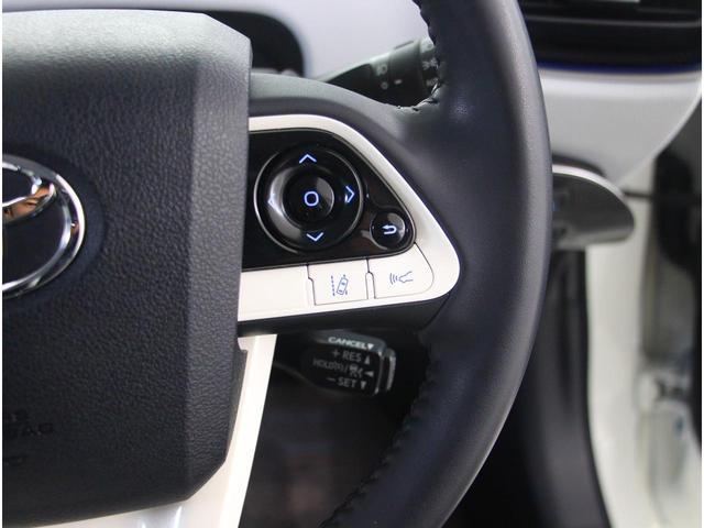 【レーンディパーチャーアラート】道路上の白線(黄線)をカメラで認識し、ドライバーがウインカー操作を行わずに車線を逸脱する可能性がある場合、ブザーとディスプレイ表示により注意を喚起サポートします。