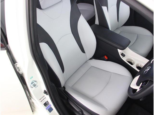 ドライバーを迎え入れるような運転席は圧迫感を抑えたドライブに集中できる空間です☆