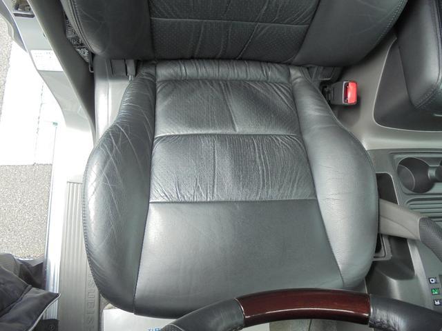 運転席シート座面の画像です。