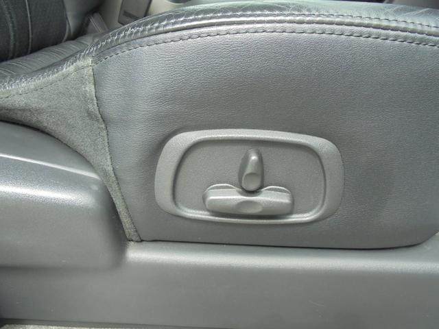 運転席パワーシートスイッチ