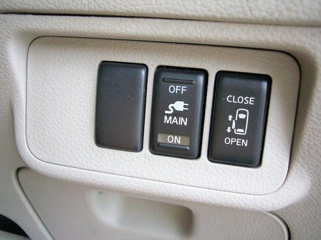 左側はオートスライドドアなので運転席からでもスイッチ一つでスライドドアの開閉が可能です♪