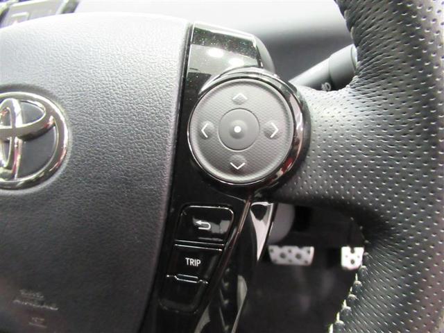 メーター内のディスプレイには様々な情報を表示!手元のステアリングスイッチで楽々操作です!