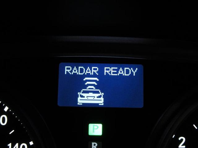 クルーズコントロールはレーダー追尾式!前方の自動車との車間距離を保つよう自動で速度調整を行ってくれる優れもの