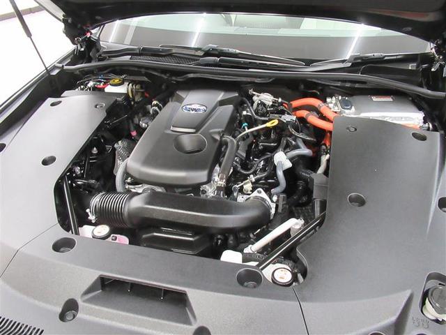 2.5Lエンジン+モーターのユニットはパワフルでスムーズな加速を実現します。また燃費性能にも優れており、力強さと省燃費を両立しています