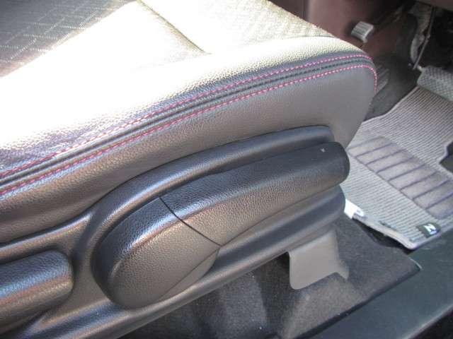 ★シートハイトアジャスターを装備★ 座席の上下の調節ができるので、体格に合わせて運転姿勢がとれます。女性の方も安心して運転できます!